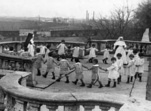 la fabbrica dei bambini old